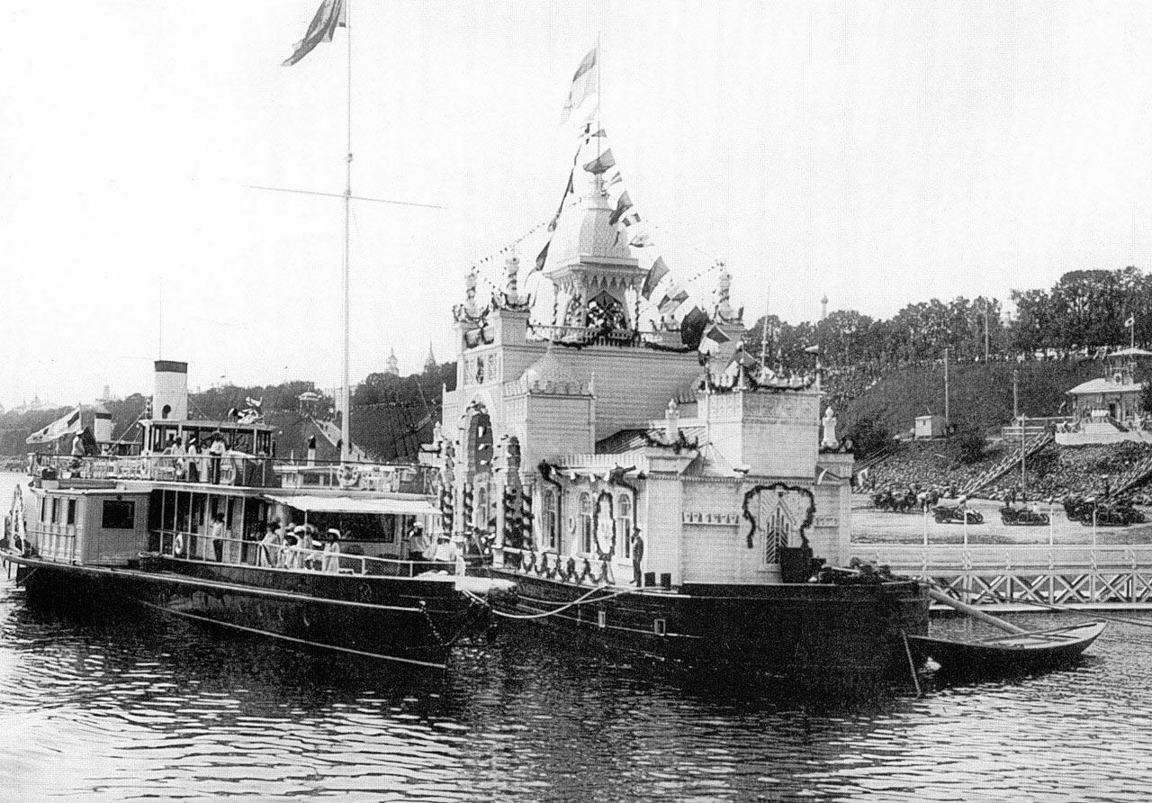 imperatorskijparoxod-_mezen_-u-yaroslavskoj-pristani